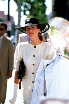Julia Roberts (this is my favorite outfit that she wore in Pretty Woman) Mode Hollywood, Hollywood Fashion, Richard Gere, Fashion Tv, Woman Fashion, Julia Roberts Movies, Julia Roberts Quotes, Pretty Woman Movie, Pretty Woman Quotes