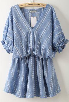 robe ornée de broderie V col  17.03