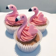 Cupcakes For Birthday, Pink Cupcakes, Animal Cupcakes, Party Cupcakes, Hawaiian Cupcakes, Flamingo Cupcakes, Cute Cupcakes, Themed Cupcakes, Cupcake Cookies