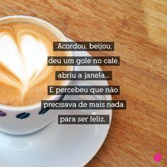 Acordou, beijou, deu um gole no café, abriu a janela... E percebeu que não precisava mais nada para ser feliz. #bomdia #cafe #feliz