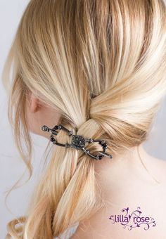 I love this side braid with a Lilla Rose flexi clip holding it secure!! These beautiful clips will be on sale next week at the huge Lilla Rose Black Friday Sale!!! Don't miss the perfect opportunity to get your hair pretties, and some Christmas gifts!! #lillarose #blackfridaysale #blackfriday #sidebraid