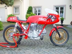 """LIENGME"" Ducati. This Duck's stand is even red."