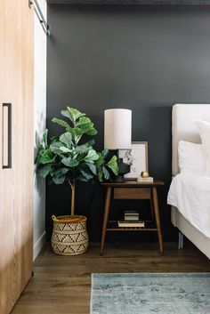 modern bedroom black wall and walnut side table - All About Decoration Walnut Bedroom Furniture, Black Furniture, Home Bedroom, Modern Bedroom, Bedroom Decor, Bedroom Ideas, Master Bedroom, Bedside Table Decor, Bedside Tables