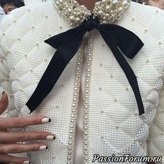 I'm only a year behind in fashion pinning-oh well, I guess I might find some of this Chanel Couture on sale at TJ Max. Chanel Fall 2015 Haute Couture A little Cruella but those nails:-) Chanel Couture, Style Haute Couture, Couture Details, Fashion Details, Love Fashion, High Fashion, Fashion Show, Womens Fashion, Fashion Design