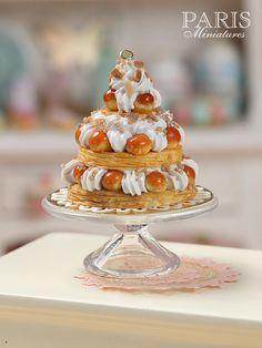 Dreifach gestufte St Honoré Gebäck Herzstück - Miniatur-Essen im 12. Maßstab für Dollhous