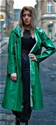 Integrated hood with drawstring and double fabric dark green vinyl. Elegant lady raincoat. 100 % waterproof. 6 metal push buttons, all works fine. There litle signs of wear. No tears or holes, check the pictures. | eBay!