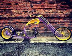 Clothes For Winter Riding Cruiser Bicycle, Bicycle Art, Bicycle Design, Cool Bicycles, Vintage Bicycles, Cool Bikes, Lowrider Bicycle, Bicycle Safety, Custom Trikes