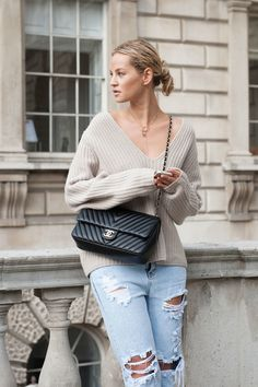 A Chanel handbag is anticipated to get trendy. Trend has a fantastic impact on us all specially on those well off. So how could you get a Chanel handbag? London Fashion Weeks, Fashion Week Paris, Street Fashion, Street Style London, London Stil, Mayfair, Mode Chic, Denim Trends, Chanel Couture