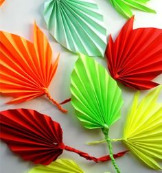 Folded paper autumn leaves - easy fall kids craft // Színes őszi papír falevelek harmonika hajtással // Mindy - craft tutorial collection
