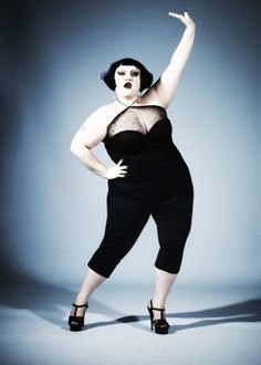 From being a punk singer to a happy bride: Beth Ditto has conquered the heart of everyone with her way of being, including fashion designers Fat Fashion, Curvy Fashion, Plus Size Fashion, Rock Girls, Riot Girl, Beth Ditto, Zaftig, Full Figured Women, Big And Beautiful