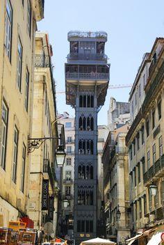 Lisbonne #2 : du musée Gubenkian aux rives du Tage - via Voyager en Photos 28.06.2015 | quartiers du Rossio, Chiado et Bairro Alto #portugal #voyage Photo: elevador de Santa Justa