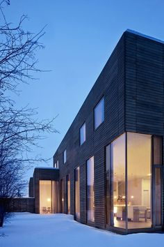 Image 14 of 18 from gallery of Fairview Townhouse / Bucchieri Architects. Photograph by Scott Pease Houses Architecture, Minimalist Architecture, Contemporary Architecture, Interior Architecture, Interior Design Layout, Design Exterior, Flat Roof House, Futuristic Home, Villa