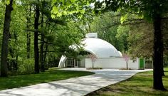 a very cool 1964 dome home in Midland, Michigan Midland Michigan, Round Building, Mcm House, Urban Architecture, Geodesic Dome, Building Structure, Home Decor Inspiration, Perfect Place, Home And Family