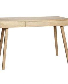 Voksbehandlet skrivebord i heltre fra Hübsch. Hjemmekontoret ville virkelig fått seg et løft med dette skrivebordet, og gjør det morsomt å jobbe.