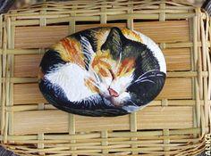 Hand painted rock. Sleeping calico cat by Alika-Rikki, via Flickr