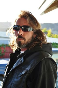 Victor Newmark aka John Teller - Jax who??! Good lord he is sexy as fuck! I want to touch that beard! Meow!