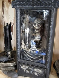 Amazing Halloween art by William Bezek. This is very strange but oh so cool! Would love it for a Halloween decoration. Halloween Carnival, Halloween Doll, Creepy Halloween, Halloween 2015, Halloween Projects, Holidays Halloween, Vintage Halloween, Happy Halloween, Halloween Decorations