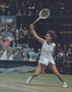 Evonne Goolagong in action on Centre Court Wimbledon.She won the Singles Championship in is of an Australian Aboriginal family of the Wiradjuri people.She was known for her exciting creative style of play. Australian Tennis, Tennis Rules, Tennis Photos, Tennis Legends, Tennis Equipment, Tennis Players Female, Tennis Fashion, Tennis Stars, Human Body