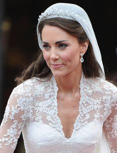 Duchess Catherine looking stunningly beautiful on her wedding day the gown the jewels just everything Kate Middleton Look, Kate Middleton Wedding, Wedding Bells, Wedding Ceremony, Wedding Gowns, Grace Kelly, Principe William Y Kate, Alexander Mcqueen Dresses, Herzog