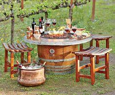 Para reunirse junto al fuego, mesas y sillas hechas con barricas de roble #WineUp