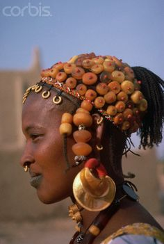 Mali african the dress of the women African Tribal Jewelry, Ethnic Jewelry, Jewellery, African Bracelets, Big Jewelry, African Life, African Culture, Fulani Earrings, How To Wear Rings