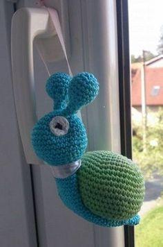 Šnek šneček - NÁVODY NA HÁČKOVÁNÍ Crochet Toys, Dinosaur Stuffed Animal, Crochet Necklace, Animals, Design, Amigurumi, Knitting, Crochet Collar, Animales