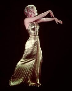 Gentlemen Prefer Blondes, Old Hollywood Stars, Golden Age Of Hollywood, Olivia Havilland, Gold Gown, Becoming An Actress, Marilyn Monroe Photos, Marylin Monroe, Norma Jeane
