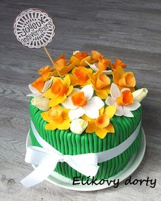 Bouquet of daffodils cake