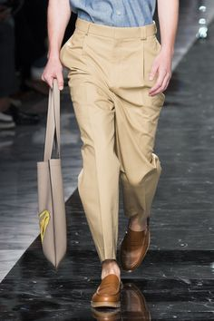 Fendi Spring 2018 Men's Fashion Show Details, Men's Runway, Menswear Collections at TheImpression.com - Fashion news, street style, models, backstage