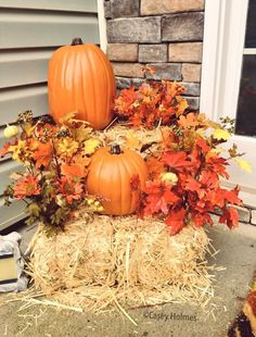 42 Captivating Fall Outdoor Decorating Ideas That Looks Cool - Home Decor Outside Fall Decorations, Diy Halloween Decorations, Thanksgiving Decorations Outdoor, Halloween Porch, Outdoor Halloween, House Decorations, Thanksgiving Crafts, Vintage Halloween, Halloween Costumes