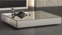 Essa Mesa de Centro possui a estrutura interna com painel de 15mm, e revestimento de espelho. Opções: Retangular e quadrada. Disponível em outras medidas. http://www.moradamoveis.com/