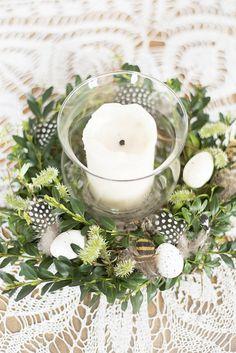 Jak zrobić stroik wielkanocny? Krok po kroku Diy Easter Decorations, Table Decorations, Diy Osterschmuck, Easter 2020, Pin On, My Spring, Floral Arrangements, Candles, Gifts