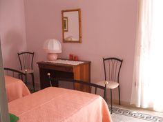 La stanza dei Lillà - The lilly room #Abruzzo #travel #italy #abruzzosegreto  #Navelli #borghi #Abruzzen #accomodation