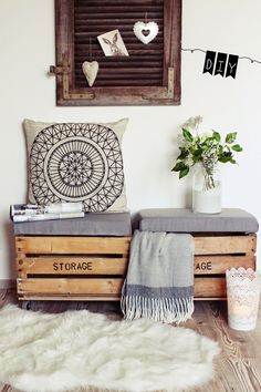 14 Pallet Furniture Designs You'll Want In Your Home DIY seat from old wooden boxes. Cheap Storage, Diy Storage, Storage Chest, Bench Storage, Firewood Storage, Storage Boxes, Pallet Furniture Designs, Diy Furniture, Furniture Refinishing