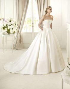 Pronovias trouwjurk verkrijgbaar in onze winkel www.honeymoonshop.nl