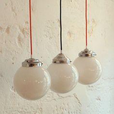 Ancienne lampe suspension globe abat jour boule en verre opaline blanche (diamètre 20 cm)... http://www.lanouvelleraffinerie.com/plafonniers-suspensions-lustres/1063-ancienne-lampe-suspension-globe-abat-jour-boule-en-verre-opaline-blanche-diametre-20-cm.html