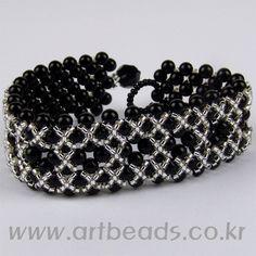 bracelet beads - delica miyuki - Very Pretty! Seed Bead Bracelets, Seed Bead Jewelry, Jewelry Bracelets, Jewellery, Beaded Bracelet Patterns, Bracelet Designs, Beading Patterns, Diy Schmuck, Schmuck Design