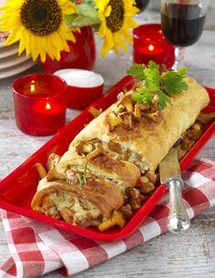 Pannkaksrulle med kantareller Good Food, Yummy Food, Cheesesteak, Lchf, Crepes, Food Inspiration, Tapas, Pancakes, Mexican