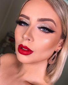 A imagem pode conter: 1 pessoa, close-up Classy Makeup, Glam Makeup, Love Makeup, Beauty Makeup, Makeup Looks, Hair Makeup, Hair Beauty, Red Lips Makeup Look, Silver Eye Makeup