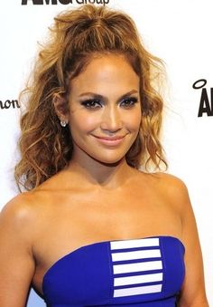 Hairstyles peinados FYI, You NEED These Three Items If You Want a Picture-Perfect Ponytail 0820 jennifer lopez bd Side Braid Hairstyles, Winter Hairstyles, Down Hairstyles, Hairstyle Men, Formal Hairstyles, Hairstyles Haircuts, Beach Hairstyles, Funky Hairstyles, Headband Hairstyles