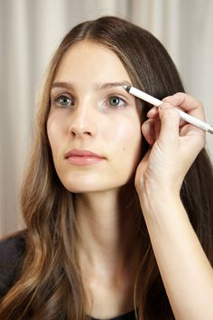 How to brighten eyes with white eyeliner