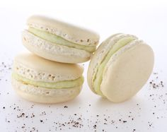 Make surprising macaron flavors to serve with coffee by using Foodpairing. Hazelnut macaron with yoghurt ganache, raspberry and tarragon,...