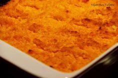 Viljattoman Vallaton: Hirssi-porkkanalaatikko Cornbread, Ethnic Recipes, Food, Millet Bread, Eten, Meals, Corn Bread, Diet