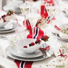 Panna Cotta, Table Settings, Table Decorations, Ethnic Recipes, Norway, Food, Home Decor, Dulce De Leche, Decoration Home