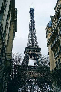 How to visit Paris on a budget. This is one of the best budget guides I've found…