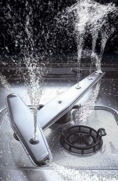 Vaatwasser reinigen - baking soda - schoonmaakazijn - schijfjes citroen of citroensap over vuile vaat tegen geurtjes - roest op bestek: propje aluminiumfolie bij het bestek - sproeiarmen schoonmaken met schoonmaakazijn, citroensap, dat verwijdert de kalk en kan het water beter door de gaatjes