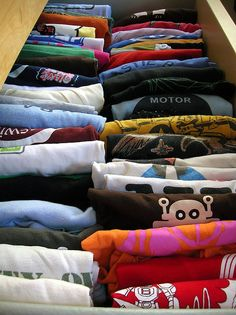 The Super Organizer Universe: Just The Tips: R is for Rolled Clothes For More Space Toddler Closet Organization, Organization Ideas, Storage Ideas, Organizing, T Shirt Remake, Boys Closet, Old T Shirts, Tee Shirts, Concert Shirts
