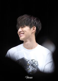I want you to smile like this and be happy forever Kim Hanbin Ikon, Ikon Kpop, Yg Ikon, Ikon Member, Yg Artist, Ikon Debut, Ikon Wallpaper, Korean Celebrities, Celebs