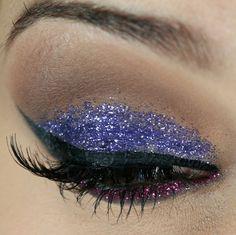 Vídeo tutorial | Como fazer maquiagem com glitter para o carnaval - Tudo Make – Maior blog de maquiagem, beleza e tutoriais de Curitiba.