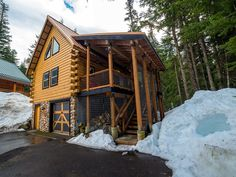 VRBO.com #831992 - Black Squirrel-Hip Dog Friendly Ski Cabin with Private Treetop Hot Tub! Modern industrial log cabin in Government Camp, Oregon.